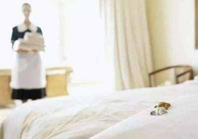 五星级酒店被曝用马桶刷刷茶杯 各国酒店卫生清洁状况一览